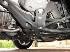 Toyota Noah front suspension and underneath