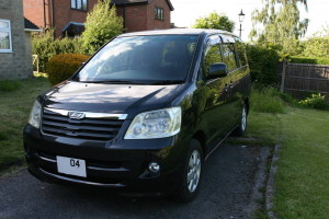 Front left view of a black 2004 Toyota Noah