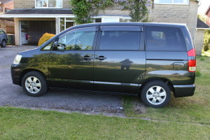 Picture of the left hand side of a Toyota Noah