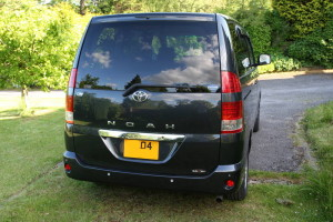 Picture of the rear of a 2004 Toyota Noah