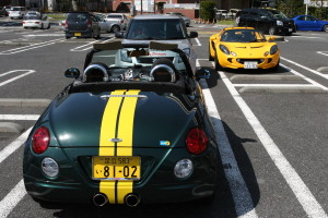 Picture of a Daihatsu Copen and S2 Lotus Elise at Daikoku Futo