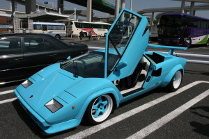 Blue Lamborghini Countach at Daikoku Futo