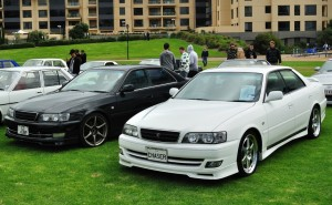 Picture of a white and a black Toyota Chaser JZX100