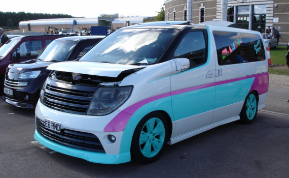 Picture of a Nissan Elgrand