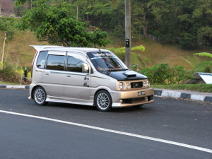 Picture of a Daihatsu Move kei car in Malaysia