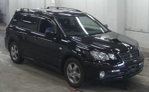 Picture of the front right view of a Mitsubishi Airtrek Turbo R