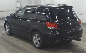 Picture of the left rear view of a Mitsubishi Airtrek Turbo R