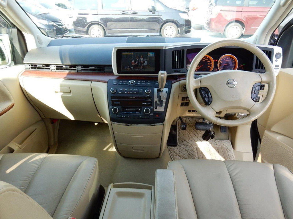 Import Auto Sales >> Beige leather interior in a Nissan Elgrand - Andrew's Japanese Cars