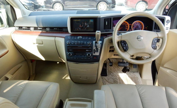 Beige leather interior in a Nissan Elgrand