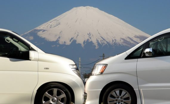 Nissan Elgrand vs Toyota Alphard in front of Mt Fuji