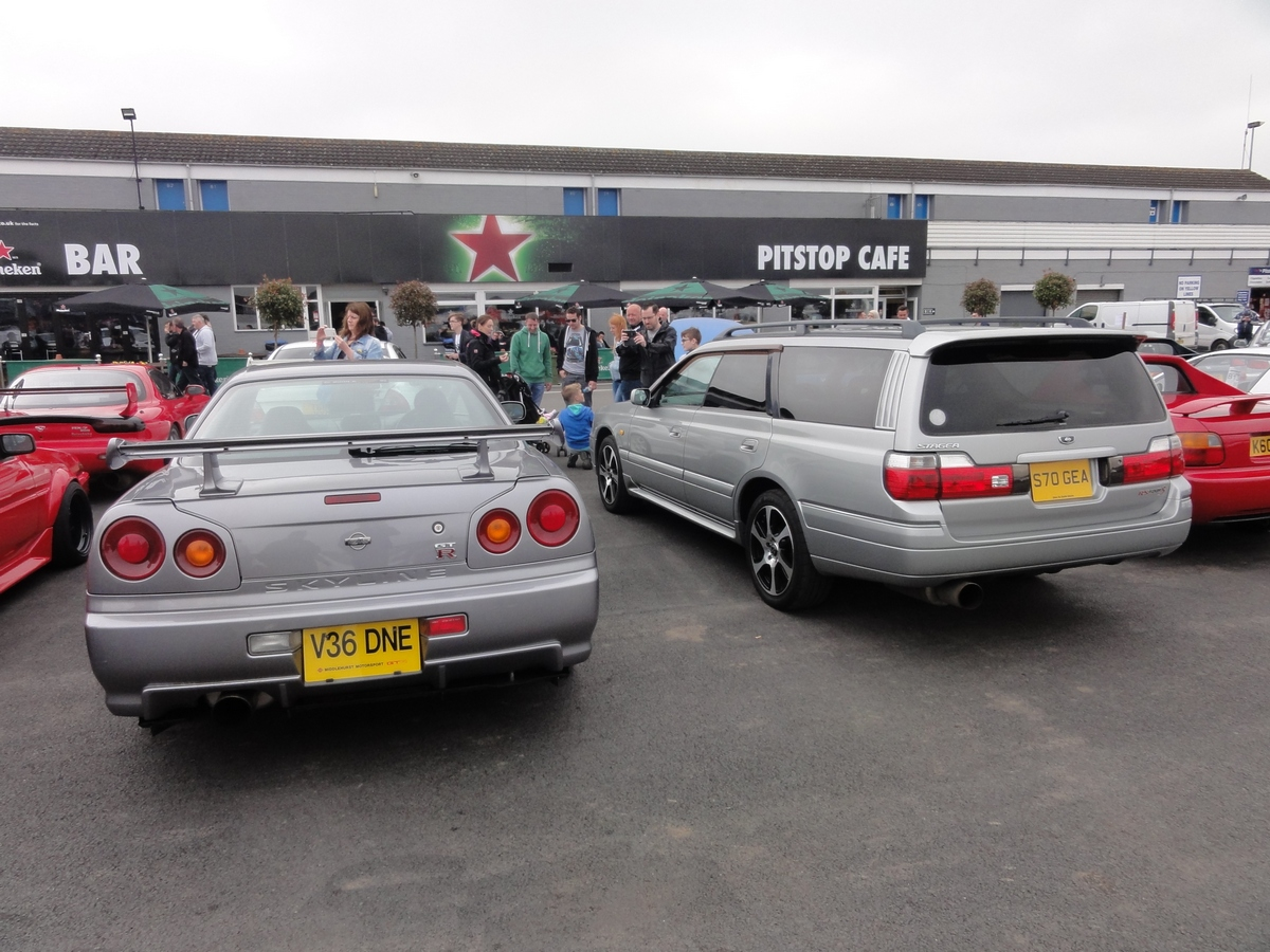 Picture of a Nissan Skyline GT-R and Nissan Stagea