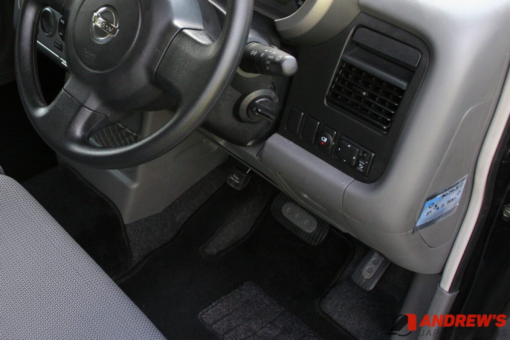 Picture of a rear fog light switch on a Nissan Cubic