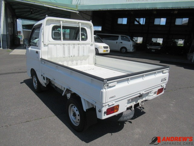 Picture of the left right corner of a Daihatsu Hijet 4WD kei truck for sale