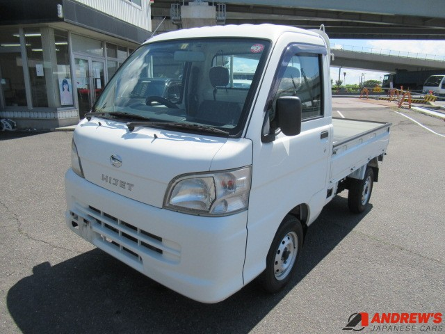 Picture of the front left corner of a Daihatsu Hijet 4WD kei truck for sale